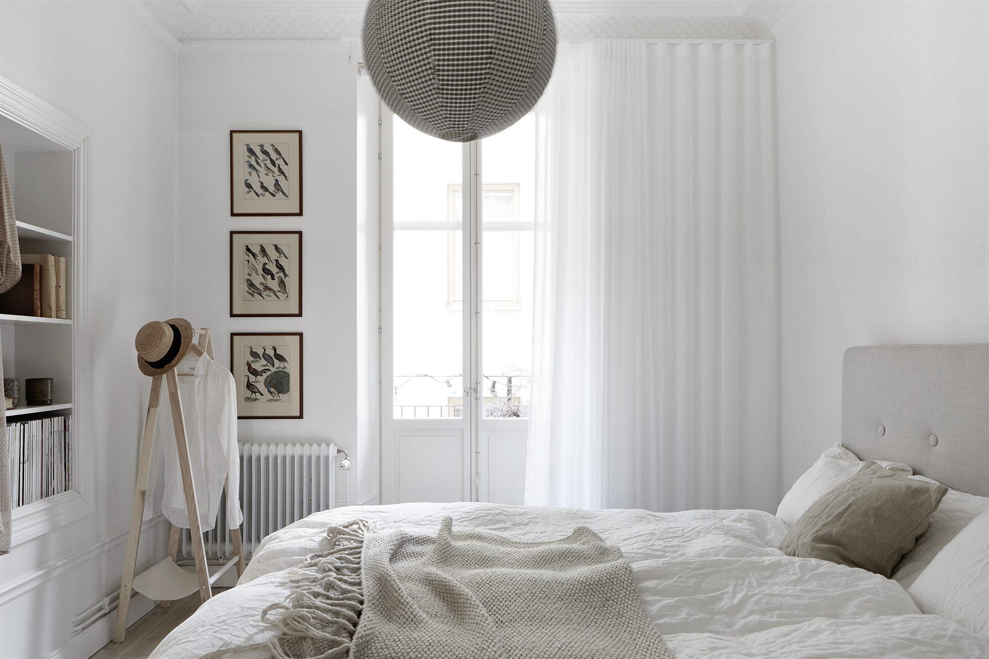 Witte slaapkamer die zéker niet saai is | Slaapkamer ideeën