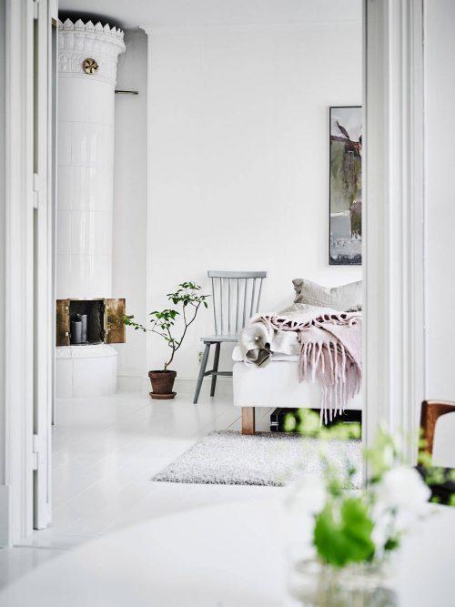 Witte slaapkamer met pastel details | Slaapkamer ideeën