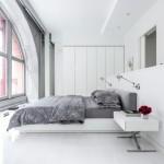 Witte slaapkamer van modern authentiek appartement uit New York