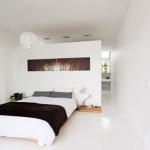 Witte slaapkamer met natuurlijke sfeer
