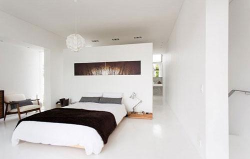 Witte slaapkamer met natuurlijke sfeer | Slaapkamer ideeën