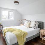 Zolder slaapkamer met inloopkast en babykamer