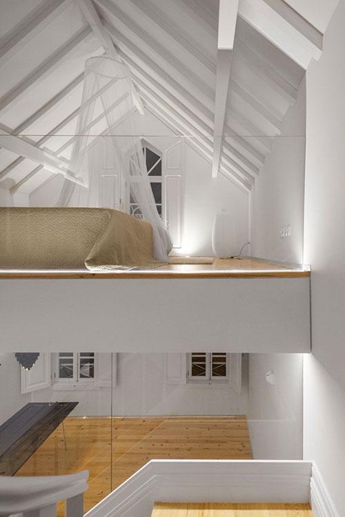 Zolder slaapkamer in Portugees chalet  Slaapkamer ideeën