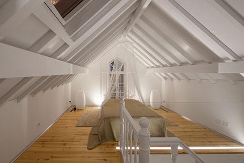 Zolder slaapkamer in Portugees chalet