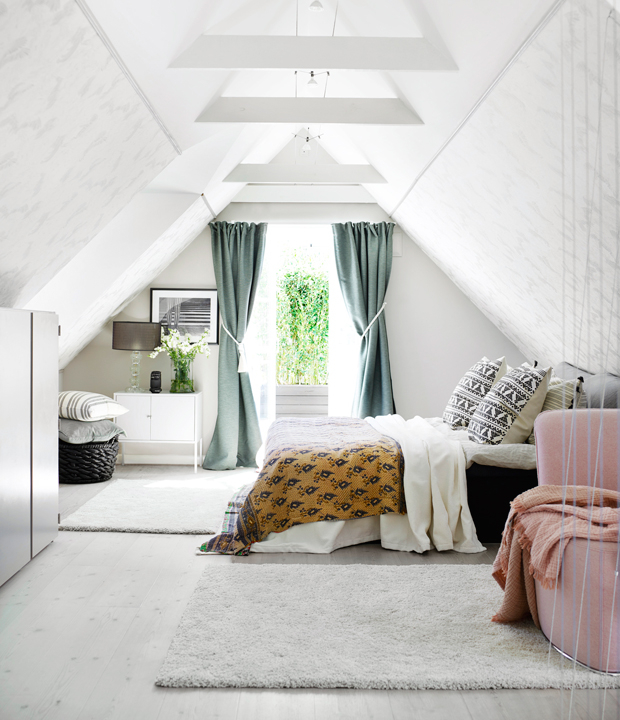 http://www.slaapkamer-ideeen.nl/wp-content/uploads/zolder-slaapkamer-van-een-landelijke-deense-woning-2.jpg