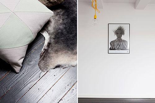 Zolder slaapkamer met zwarte vloer en witte muren
