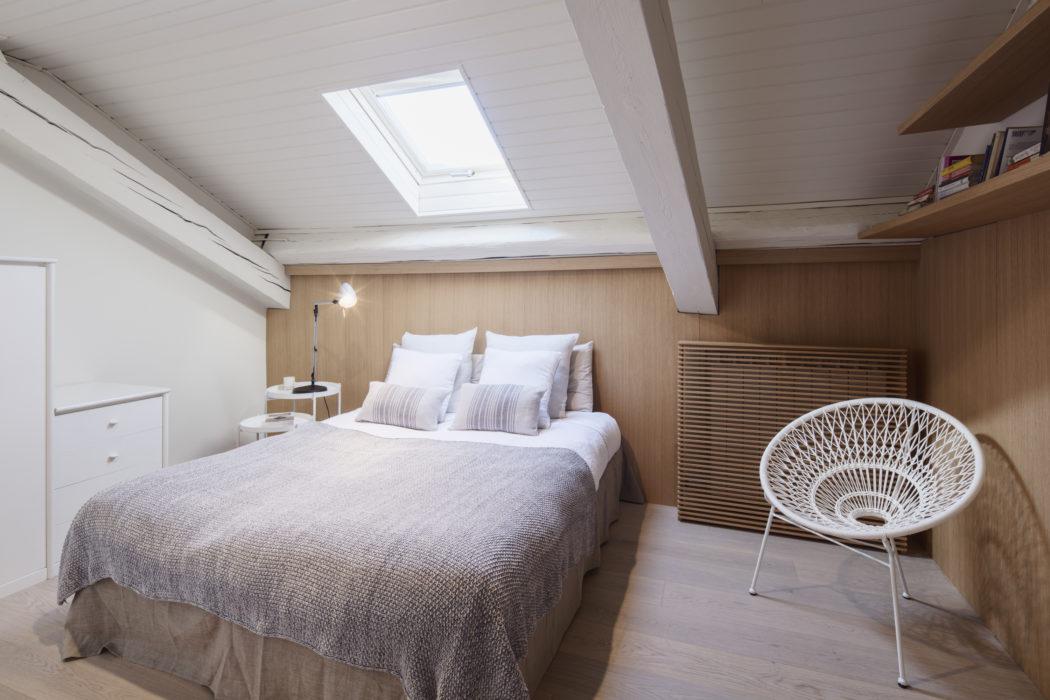 Houten Wandbekleding Slaapkamer : Zolderslaapkamer met mooie houten wandbekleding slaapkamer ideeën