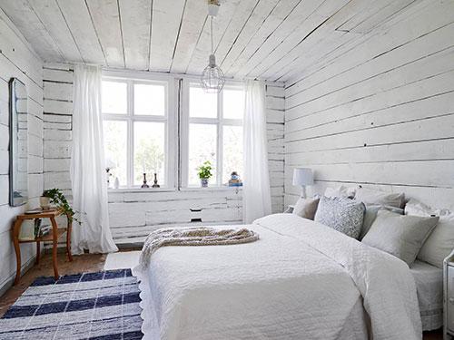 Witte Slaapkamer Met Hout : Witte rustieke slaapkamer uit Zweden ...