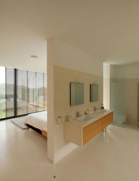 zwevende badkamermeubel-scheidingswand slaapkamer